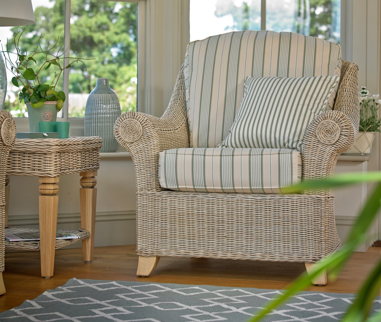 10 Best Wicker Chairs | Conservatory Chairs | Holloways