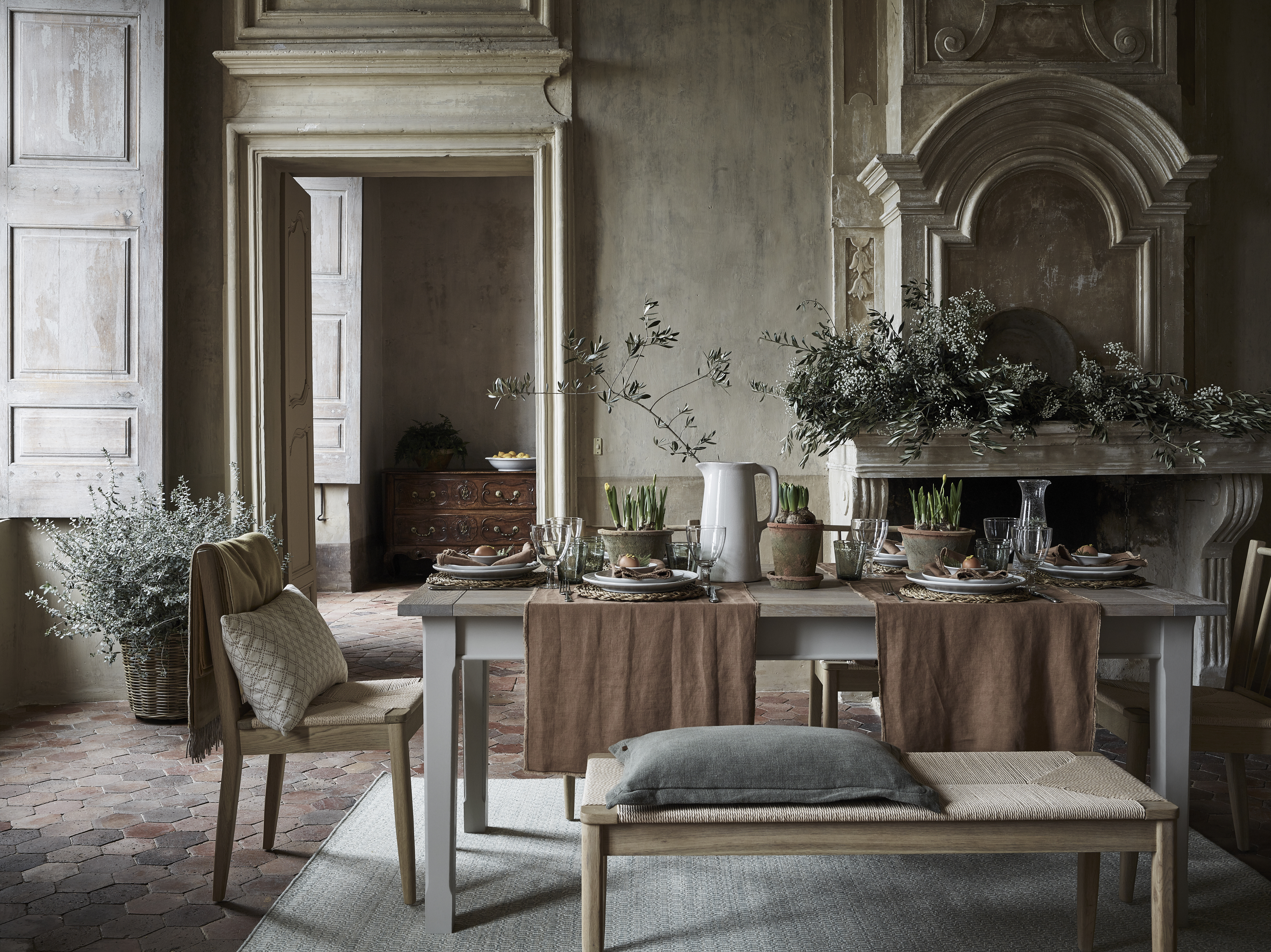 Neptune Moreton table and Wyombe dining chairs