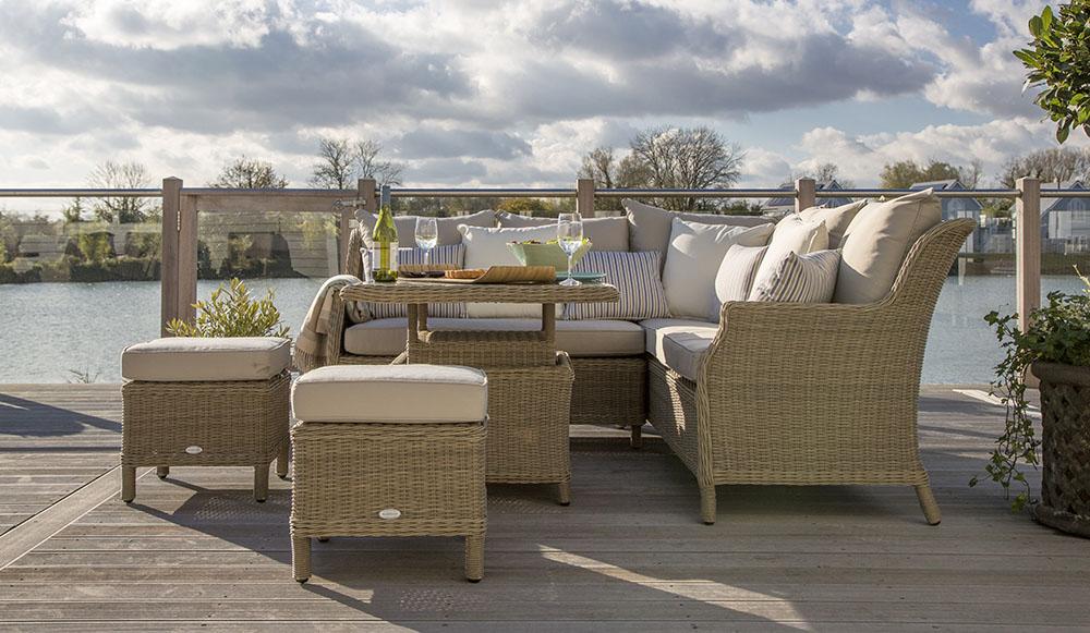 Garden furniture new trends luxury outdoor furniture for Luxury garden furniture