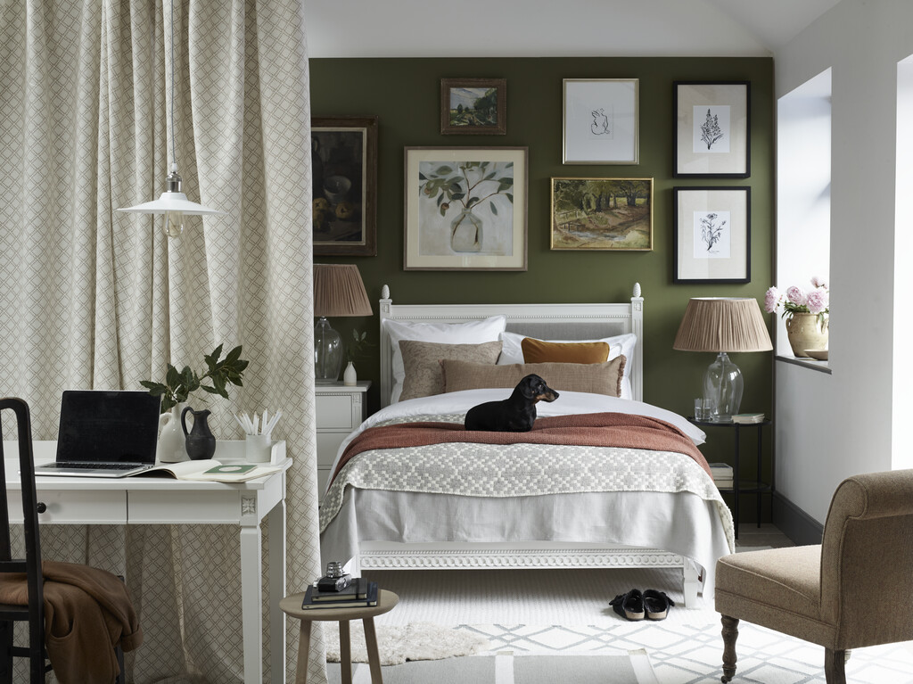 Olive bedroom with Larsson bed